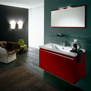 Idéer för funkis badrum, med ett väggmonterat handfat, släta luckor och röda skåp