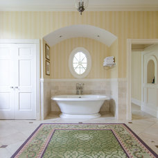 Traditional Bathroom by Virtual Studio Innovations