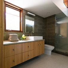 Contemporary Bathroom by Virtual Studio Innovations