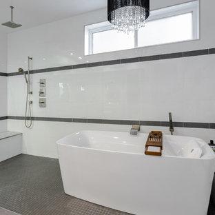 Idee per una grande stanza da bagno padronale design con vasca freestanding, zona vasca/doccia separata, piastrelle bianche, ante lisce, ante grigie e lavabo sottopiano