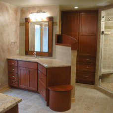 Bathroom by Lee Snyder/On-Demand Productions