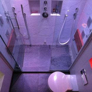 Cette photo montre une salle de bain moderne.