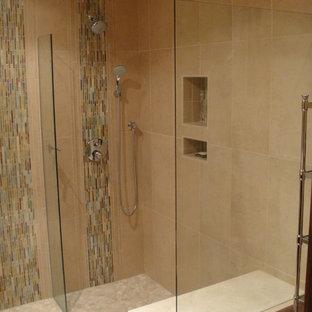 Свежая идея для дизайна: маленькая ванная комната в стиле модернизм с фасадами в стиле шейкер, темными деревянными фасадами, душем без бортиков, раздельным унитазом, синей плиткой, удлиненной плиткой, бежевыми стенами, полом из керамогранита, душевой кабиной, накладной раковиной и столешницей из искусственного камня - отличное фото интерьера