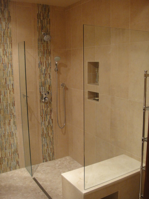 badezimmer mit bodengleicher dusche und st bchenfliesen. Black Bedroom Furniture Sets. Home Design Ideas