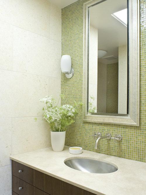 Bathroom Tile Layout Planner : Salle de bain avec carrelage en mosa?que et un mur vert