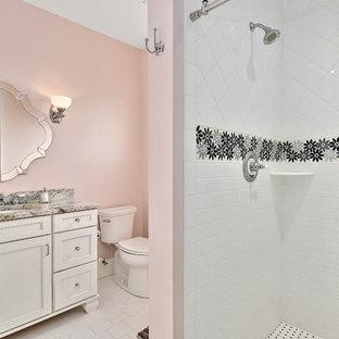 Salle de bain romantique avec un mur rose : Photos et idées déco de ...