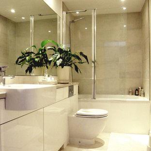 Exempel på ett modernt badrum