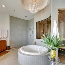 Contemporary Bathroom by Emerald Coast Real Estate Photography