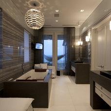 Modern Bathroom by David De La Garza / ZURDODGS