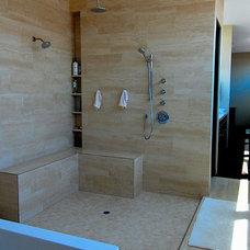 Contemporary Bathroom by La Roche Architecture Inc.
