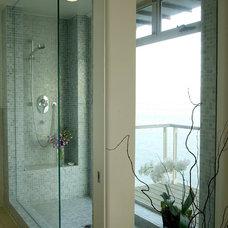 Beach Style Bathroom by Sorensen Architects