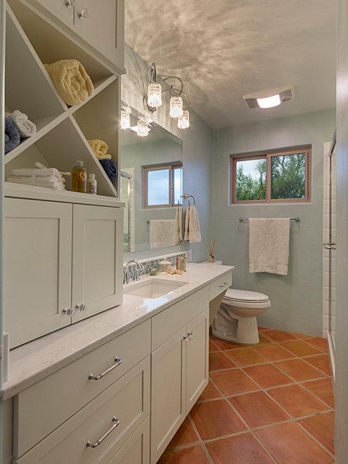 badezimmer mit terrakottaboden und blauer wandfarbe design ideen beispiele f r die badgestaltung. Black Bedroom Furniture Sets. Home Design Ideas