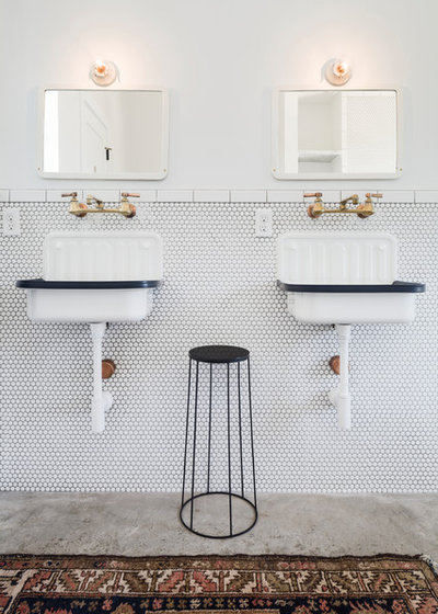 Country Bathroom by Pavonetti Architecture