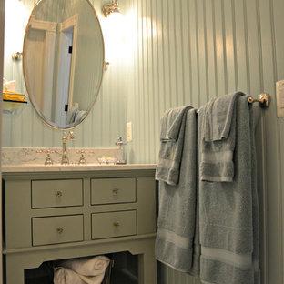 Esempio di una stanza da bagno con doccia stile marino con lavabo sottopiano, consolle stile comò, top in marmo, doccia doppia, WC a due pezzi, piastrelle bianche, piastrelle diamantate, pareti blu e pavimento con piastrelle in ceramica