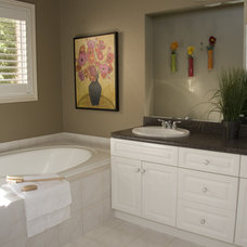 Contemporary Bathroom by Rooms in Bloom Home Staging & Design Inc.