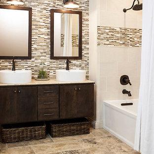 Foto på ett mellanstort vintage beige badrum med dusch, med släta luckor, skåp i mörkt trä, en dusch/badkar-kombination, flerfärgad kakel, ett fristående handfat, beiget golv, dusch med duschdraperi, stickkakel, bruna väggar, klinkergolv i porslin och kaklad bänkskiva