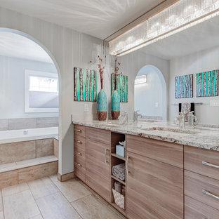 Ejemplo de cuarto de baño principal, clásico renovado, con armarios con paneles lisos, puertas de armario de madera clara, bañera encastrada, baldosas y/o azulejos beige, baldosas y/o azulejos de cerámica, paredes blancas, lavabo bajoencimera y encimera de granito