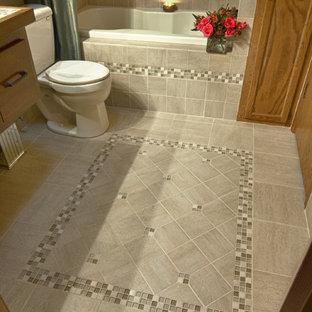 Пример оригинального дизайна интерьера: ванная комната в стиле модернизм с фасадами цвета дерева среднего тона, столешницей из плитки, разноцветной плиткой, плиткой из листового стекла, накладной ванной, душем над ванной, настольной раковиной, зелеными стенами и полом из керамической плитки