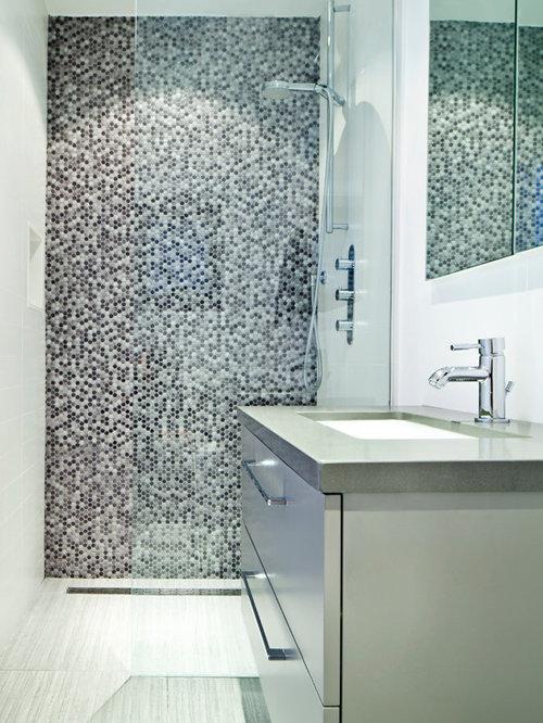badezimmer mit zink waschbecken waschtisch und grauen. Black Bedroom Furniture Sets. Home Design Ideas