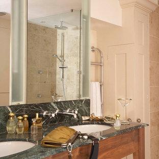 Mittelgroßes Modernes Badezimmer En Suite mit Schrankfronten mit vertiefter Füllung, beigen Schränken, Marmor-Waschbecken/Waschtisch, Löwenfuß-Badewanne, braunen Fliesen und Terrakottafliesen in West Midlands