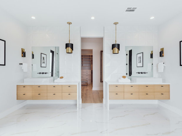 Midcentury Bathroom by Trinity Builders & Design, Inc