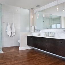 Modern Bathroom by sO Interiors