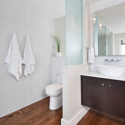 Ottawa half wall bathroom design ideas pictures remodel for Bathroom designs ottawa