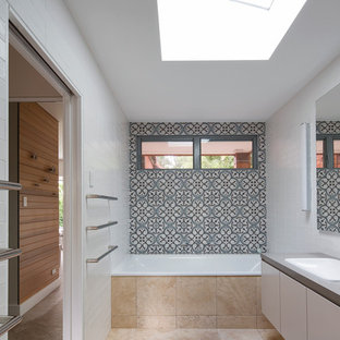 Photo of a contemporary bathroom in Sydney with cement tile.