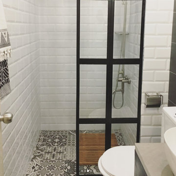 BEFORE & AFTER: Tiny Bathroom Goes from Beige to Bright