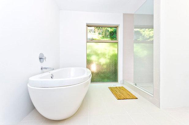 Modern Bathroom by Renodiz