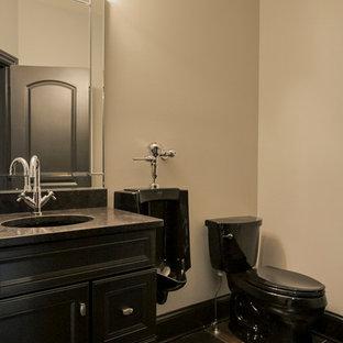 Foto de cuarto de baño con ducha, de estilo americano, pequeño, con armarios tipo mueble, puertas de armario negras, urinario, baldosas y/o azulejos multicolor, baldosas y/o azulejos de cerámica, paredes grises, suelo de baldosas de cerámica, lavabo bajoencimera y encimera de granito