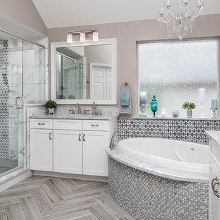 Salle de bain moderne avec une baignoire d\'angle : Photos et idées ...