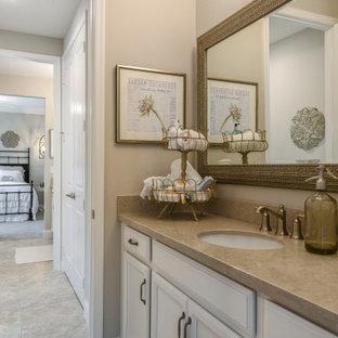 Imagen de cuarto de baño con ducha, romántico, de tamaño medio, con armarios con paneles empotrados, puertas de armario blancas, paredes beige, suelo de baldosas de cerámica, lavabo bajoencimera, encimera de cuarzo compacto, suelo beige y encimeras beige