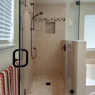 Idéer för mellanstora vintage badrum, med ett undermonterad handfat, skåp i mellenmörkt trä, ett badkar i en alkov, en dusch/badkar-kombination, en toalettstol med separat cisternkåpa, beige kakel, porslinskakel, beige väggar och klinkergolv i porslin