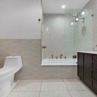 Inredning av ett klassiskt vit vitt en-suite badrum, med skåp i shakerstil, skåp i mörkt trä, ett platsbyggt badkar, flerfärgad kakel, keramikplattor, terrazzogolv och bänkskiva i kvarts