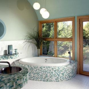 Свежая идея для дизайна: ванная комната в современном стиле с накладной раковиной, столешницей из плитки, накладной ванной, разноцветной плиткой, плиткой мозаикой и бирюзовой столешницей - отличное фото интерьера