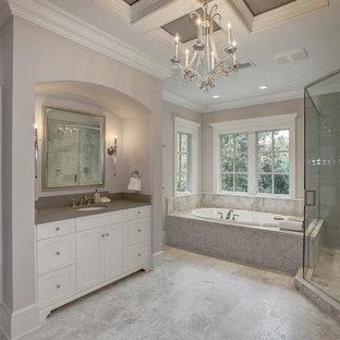 Foto de cuarto de baño principal, de estilo americano, grande, con lavabo encastrado, armarios con paneles con relieve, puertas de armario blancas, encimera de mármol, bañera encastrada, ducha esquinera, baldosas y/o azulejos beige y paredes grises