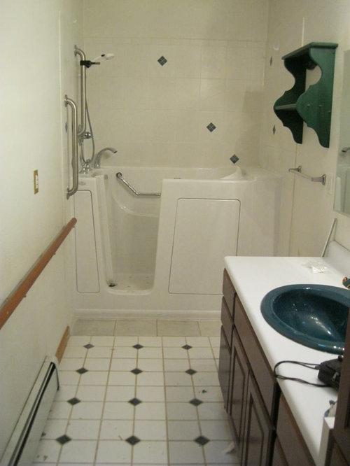 salle de bain avec un plan de toilette en stratifi et une baignoire d 39 angle photos et id es. Black Bedroom Furniture Sets. Home Design Ideas
