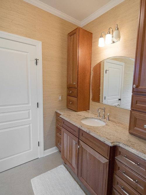 Salle de bain avec un sol en carreaux de ciment et une for Plaque de ciment pour sol