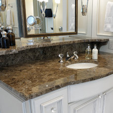 Traditional Bathroom by CR Home Design K&B (Construction Resources)