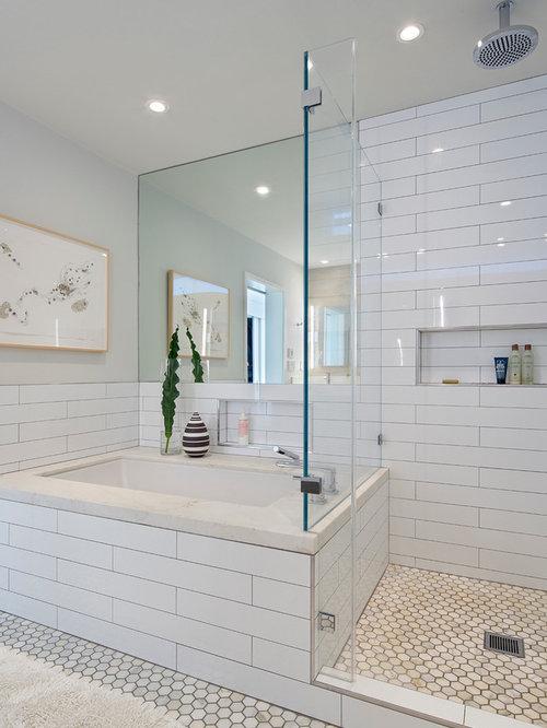 Foto e idee per bagni bagno moderno con pavimento in marmo for Piastrelle bianche marmo