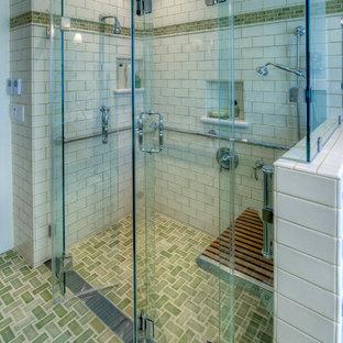 Foto på ett vintage badrum