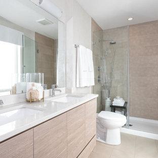 На фото: главная ванная комната среднего размера в современном стиле с плоскими фасадами, бежевыми фасадами, раздельным унитазом, бежевой плиткой, керамогранитной плиткой, белыми стенами, полом из керамогранита, врезной раковиной, столешницей из кварцита, бежевым полом, желтой столешницей и тумбой под две раковины