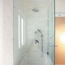 Modern Bathroom by Patrick Perez Architect