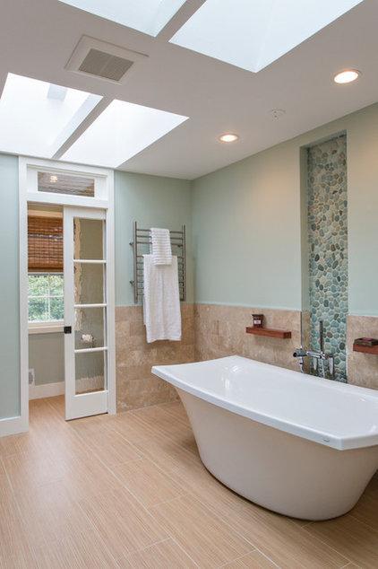 Beach Style Bathroom by Pelican Residential, LLC
