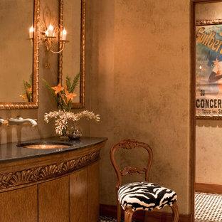 他の地域の中サイズの地中海スタイルのおしゃれなバスルーム (浴槽なし) (アンダーカウンター洗面器、家具調キャビネット、中間色木目調キャビネット、御影石の洗面台、マルチカラーの壁、磁器タイルの床) の写真