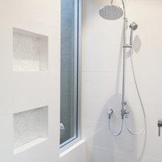Modern Bathroom by Teague Constructions