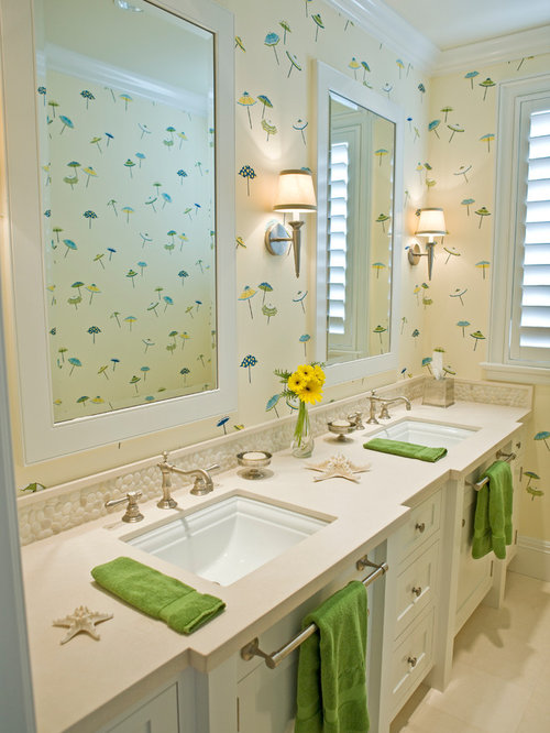 Salle de bain bord de mer avec un mur multicolore photos et id es d co de s - Taille moyenne salle de bain ...