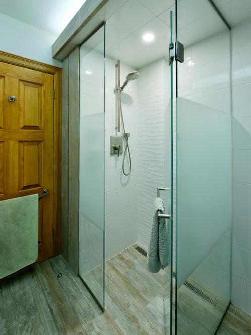 Mediterrane badezimmer mit gebeiztem holzboden ideen - Wandfarbe terracotta fliesen ...