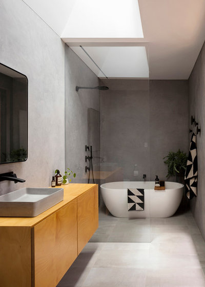 Modern Bathroom by Christopher Polly Architect